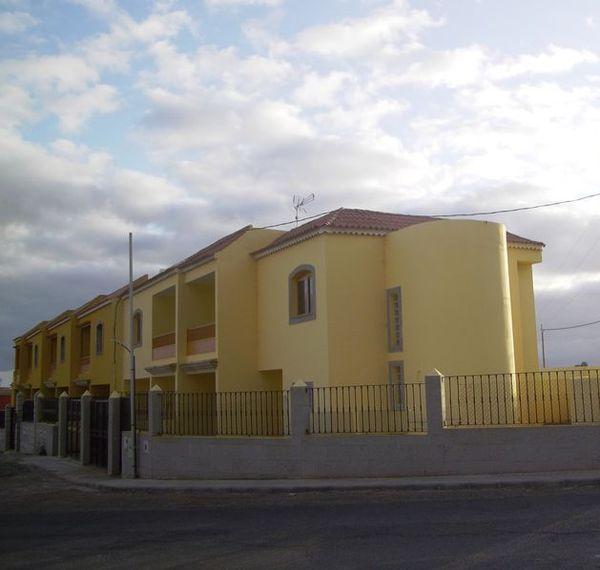 Sólo DF. 2 viviendas unifamiliares tipo dúplex, Moya