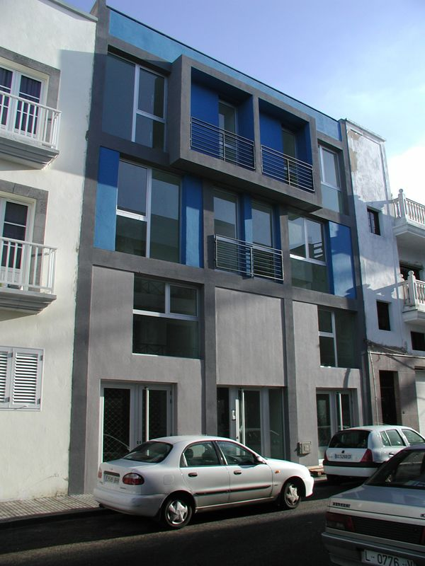 Edificio de viviendas y locales comerciales, Lanzarote