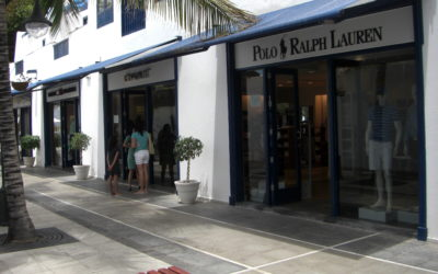 Reforma de locales para varias tiendas de moda en Puerto Calero, Lanzarote